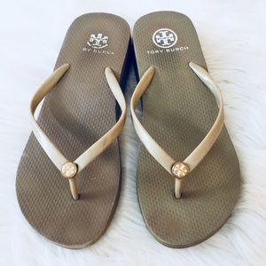 💲Tory Burch Tan Wedge Sandals